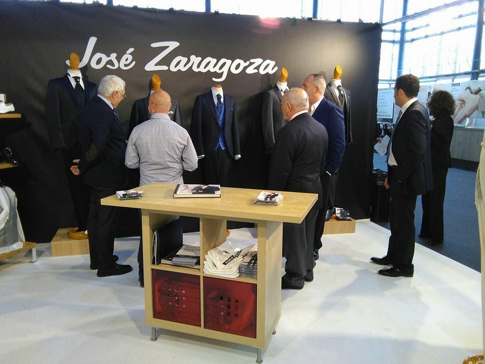 13.11.2015 comitiva de la inauguracion en el Stand de Jose Zaragoza (1)