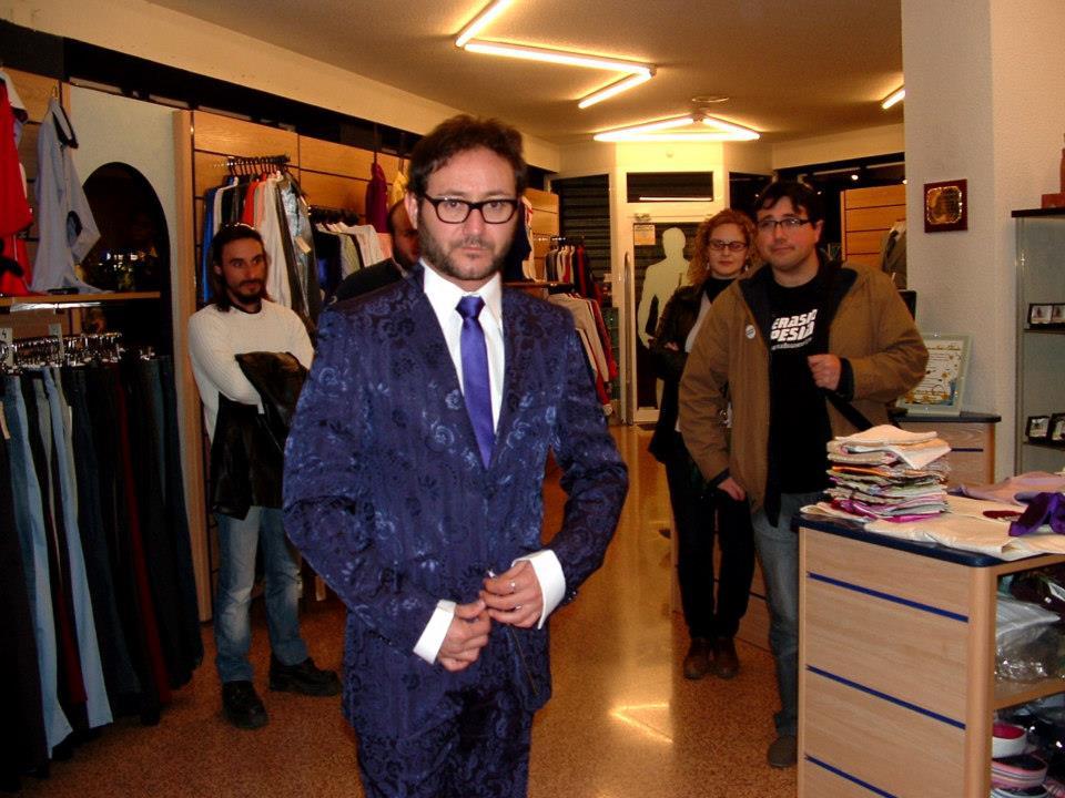 El Actor Carlos Santos vestido de José Zaragoza-Novios y moda hombre