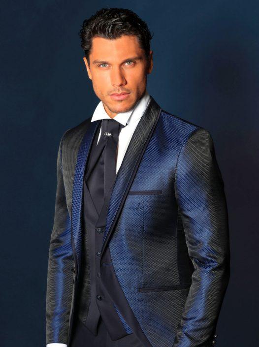 Traje y chaleco azul dibujo tela con vivos azul marino a juego del pantalón liso