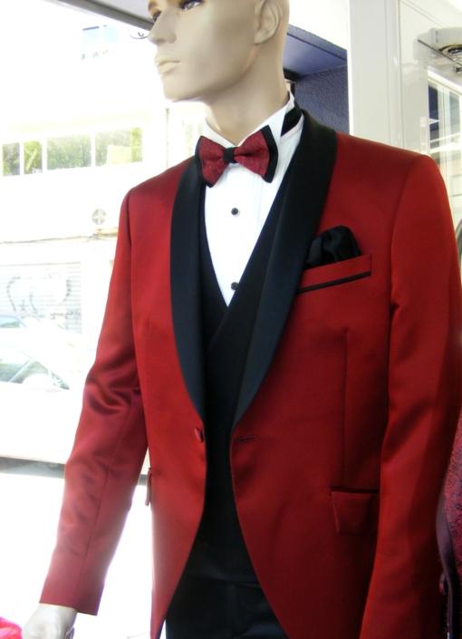 Trajes de Ceremonia rojo solapas negras , Jose Zaragoza - Novios