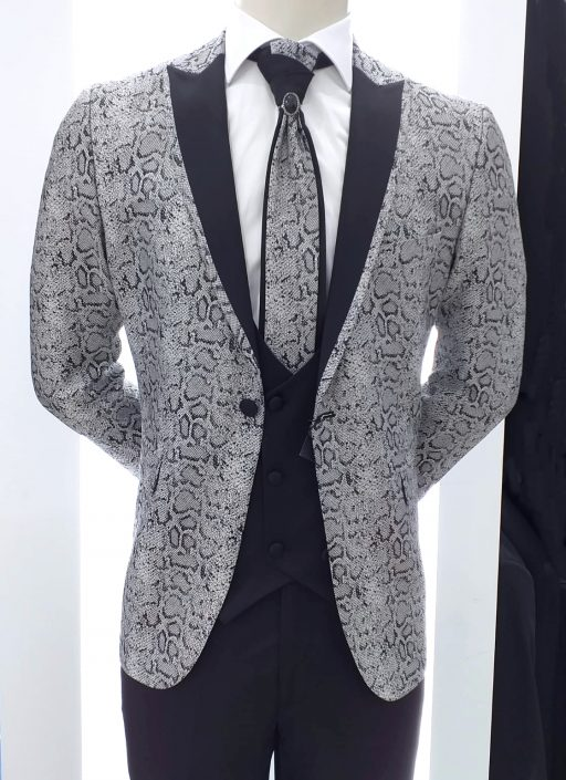 Traje gris plata y negro, complementos a juego